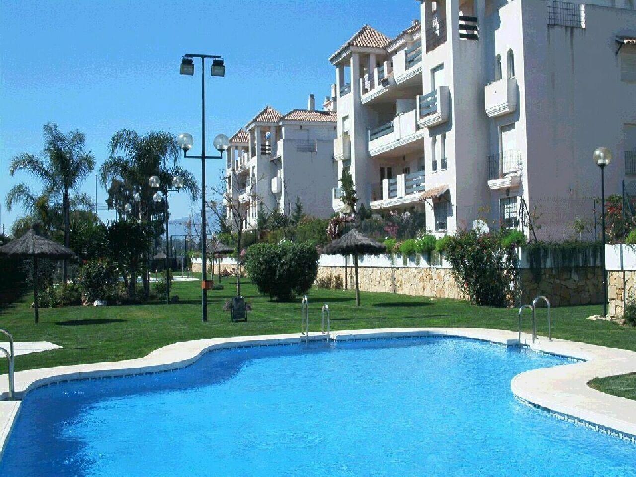 APARTAMENTO en venta en nueva andalucia-puerto banus 900 €